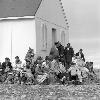 Photo Inuit in front of the Anglican Mission